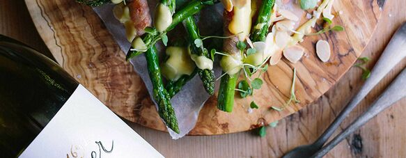 Pan-fried asparagus and Parma ham with hollandaise