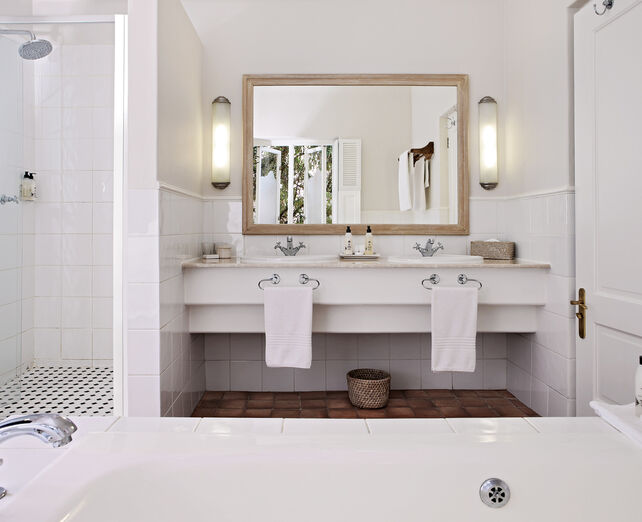 Spier Signature room - double vanity bathroom
